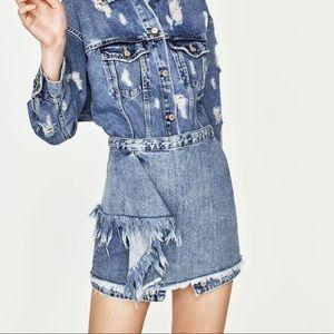 Zara Denim front ruffle size zipper skirt.